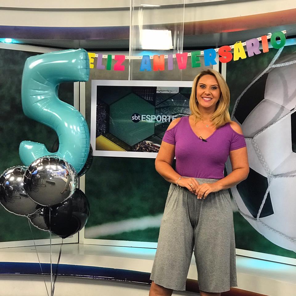 SBT Esporte completa cinco anos no ar sob comando de Débora de Oliveira