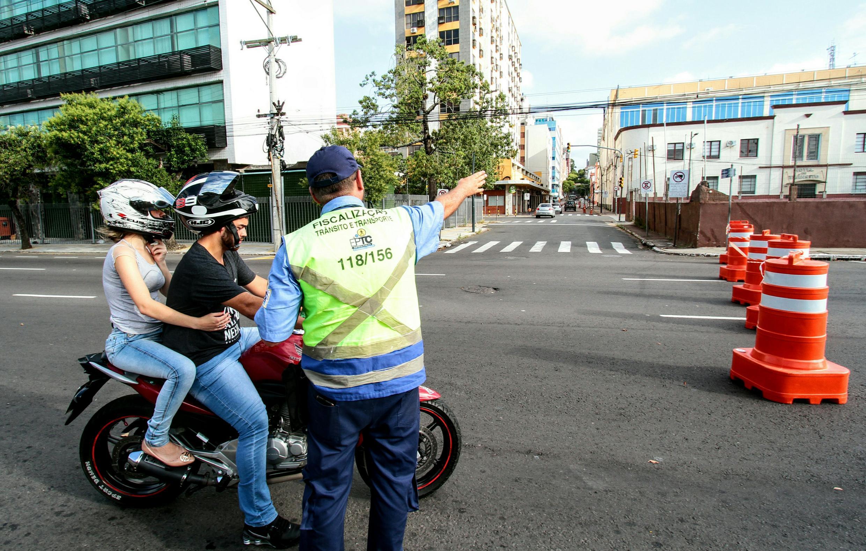 Porto Alegre: EPTC faz ação educativa com ciclistas e pedestres