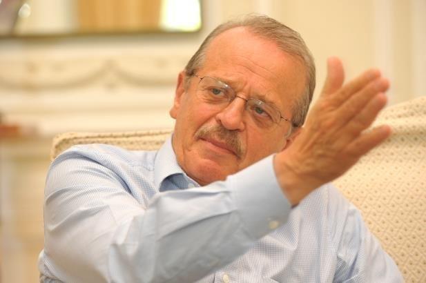 """""""Força da política faz a soberania ceder"""", diz Tarso sobre Battisti.  Ex-ministro da Justiça comentou extradição do italiano; do Correio do Povo"""