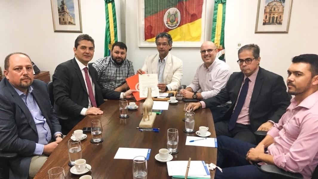 Projeto do novo CT do Internacional é entregue a representantes do Estado