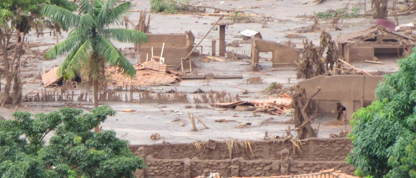 Justiça manda Samarco voltar a pagar indenização integral aos atingidos pela barragem em Mariana