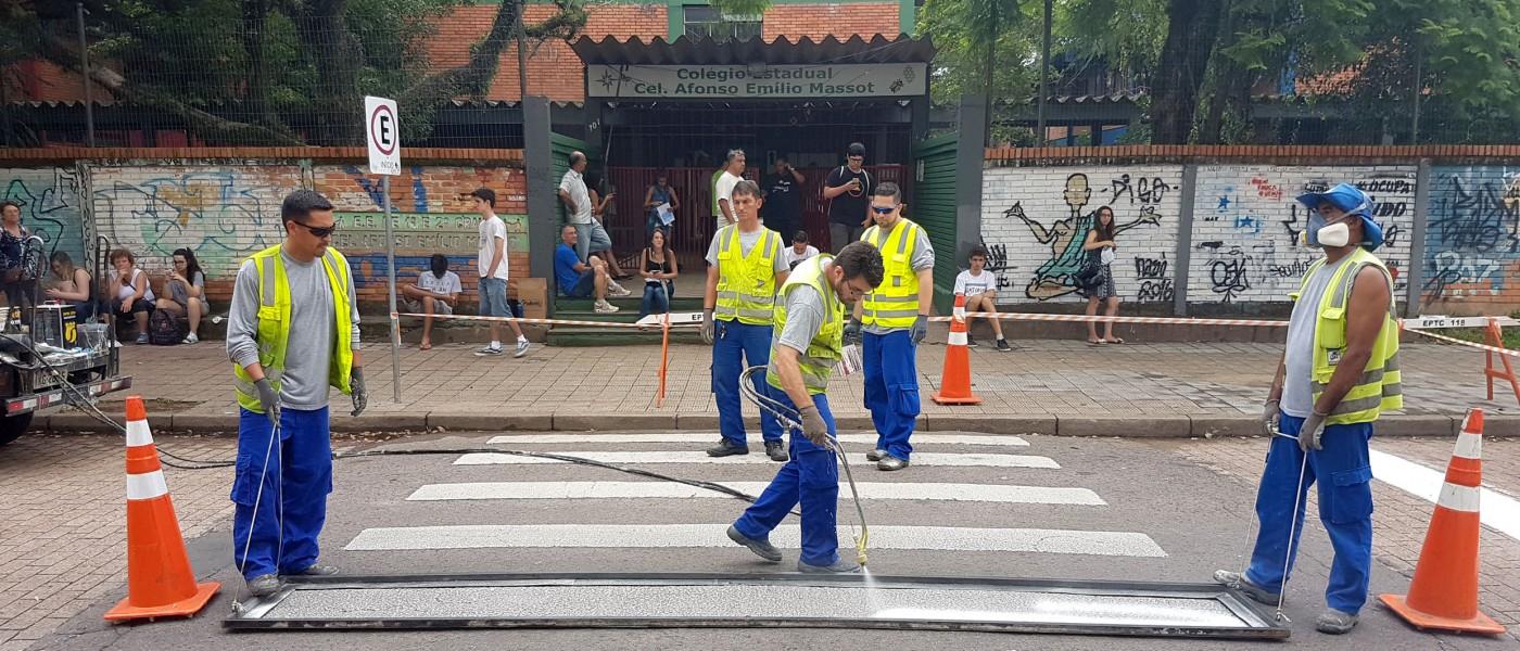 Porto Alegre: Ação da EPTC orienta escolares sobre trânsito seguro