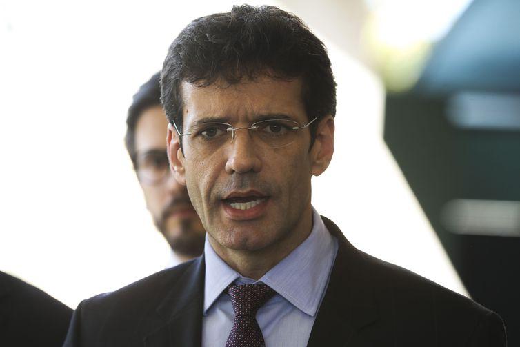 Bolsonaro mantém ministro do Turismo no cargo após indiciamento