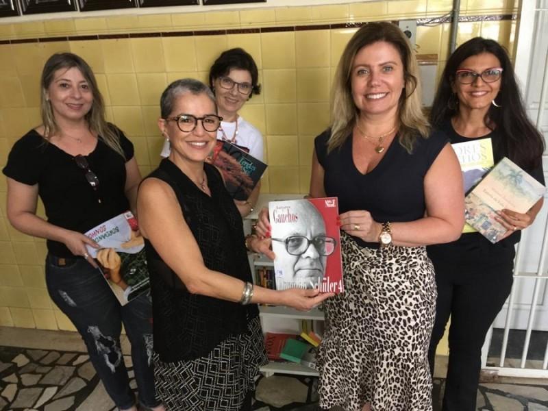 RS: Secretaria da Cultura entregou livros no Presídio Madre Pelletier no Dia Internacional da Mulher