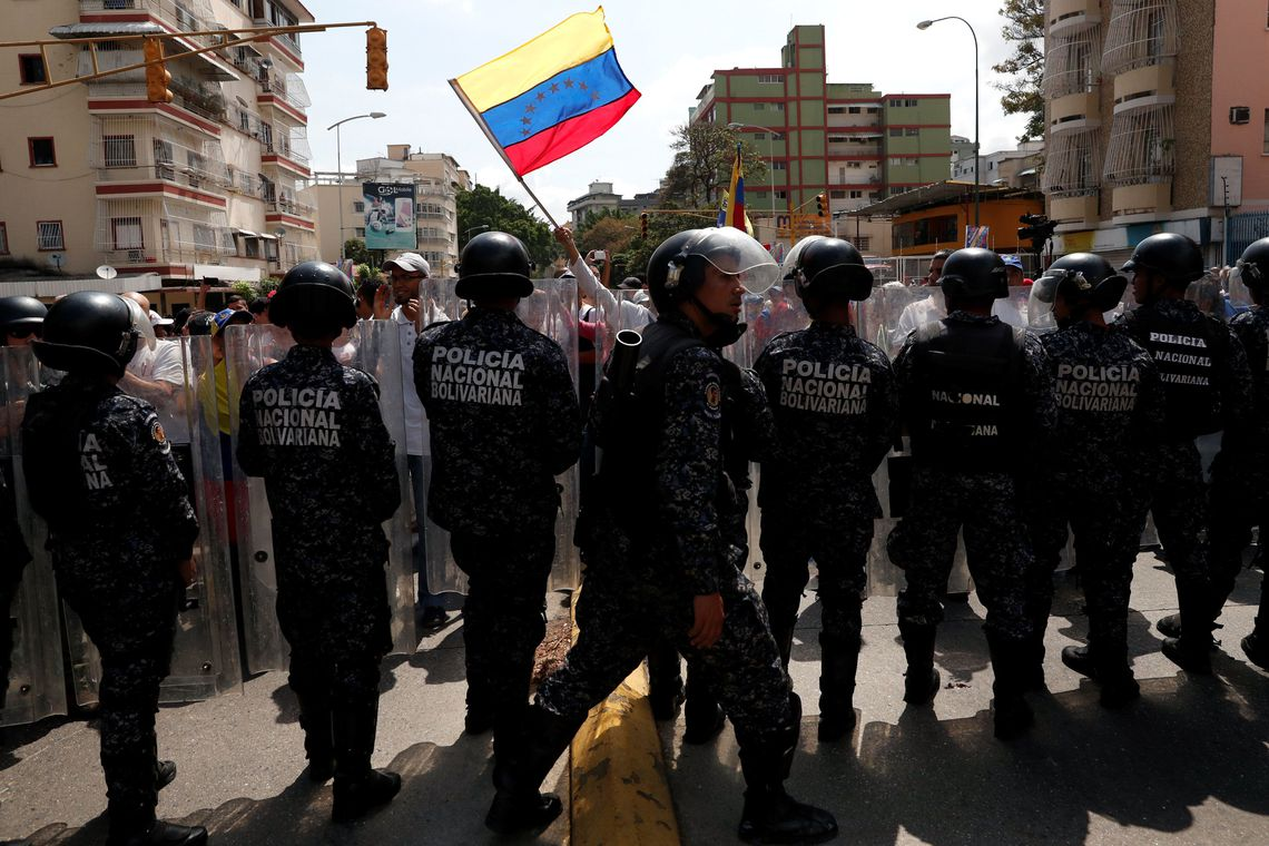 Maduro reprime protesto da oposição na Venezuela