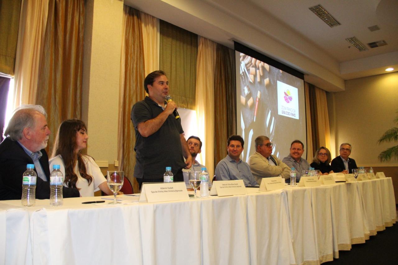 Criação da Zona Franca da Uva e do Vinho ganha novo padrinho e tem apoio de Rodrigo Maia