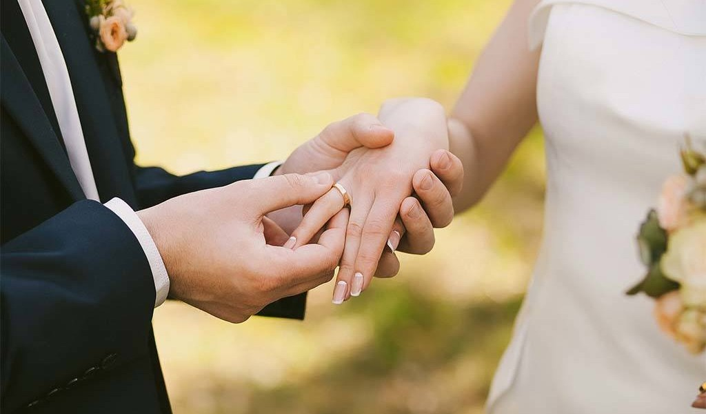 Bolsonaro sanciona lei proibindo casamento de menores de 16 anos
