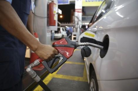 Preço da gasolina sobe pela 4ª semana e acumula alta de 3,5% em um mês