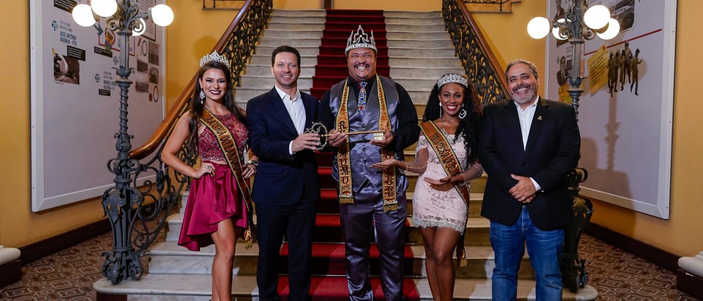 Porto Alegre: Prefeito entrega chave da cidade ao Rei Momo