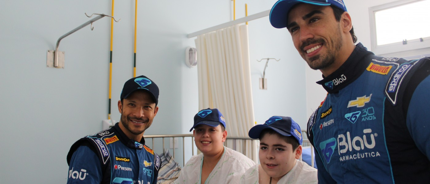 Porto Alegre: Pilotos da Stock Car visitam pacientes do Instituto do Câncer Infantil