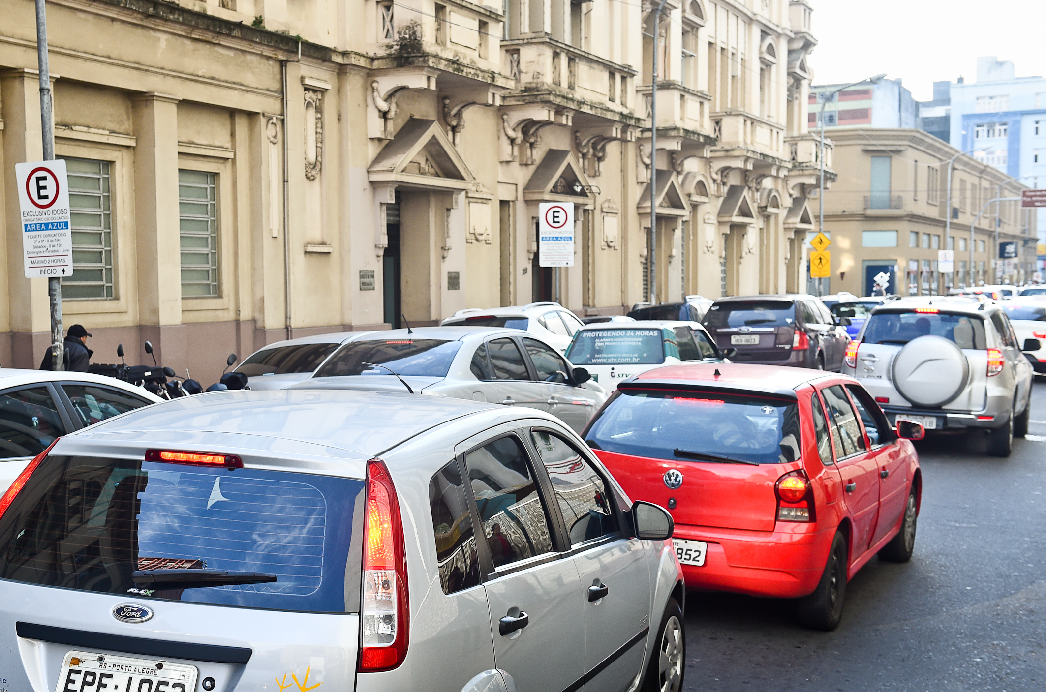 Porto Alegre: Projeto quer transparência sobre critérios para multas de trânsito