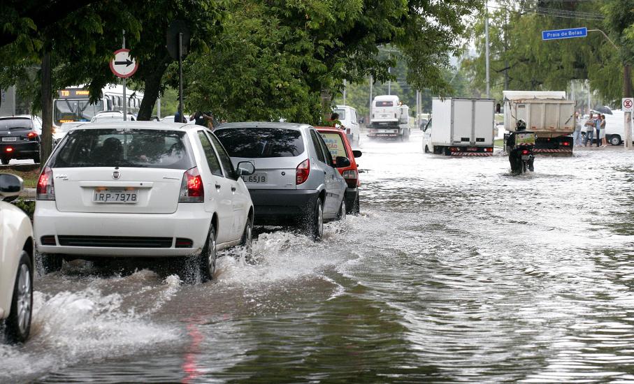 Porto Alegre : Defesa Civil emite alerta de chuva forte