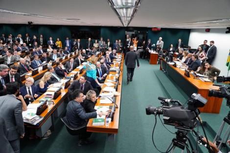CCJ aprova redação final e projeto sobre aposentadoria de militares
