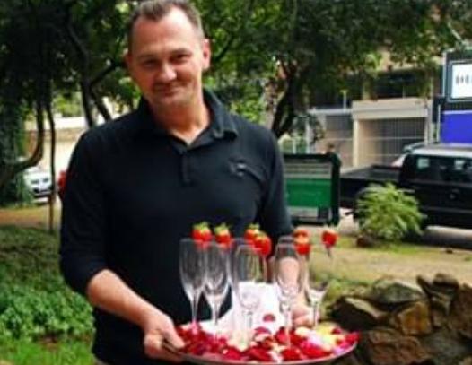 Dometila Café em plena Nova York. Claiton Franzen está de volta com suas rosas e novidades como espumantes e vinhos com marca própria