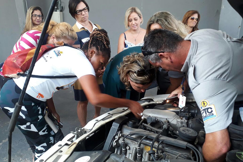 Porto Alegre: EPTC tem curso grátis de Noções de Mecânica Básica para Mulheres