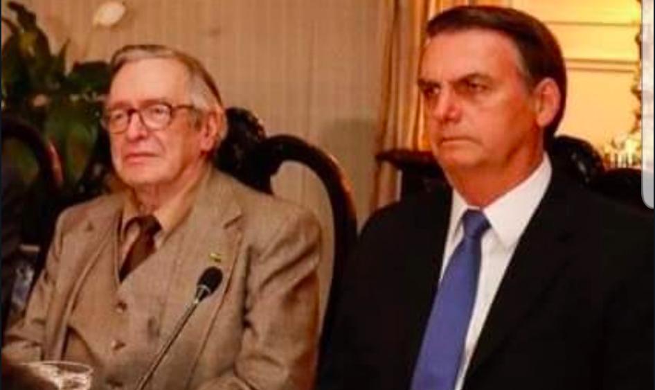 Bolsonaro recua e critica fala de Olavo sobre militares