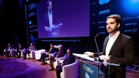 """RS: """"Nossa meta é tornar o governo 100% digital até o fim do mandato"""", diz Leite no Fórum Internacional de TI Banrisul"""