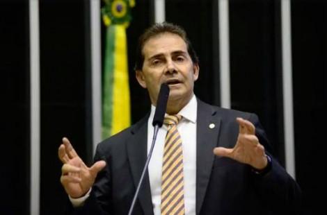Com governo desarticulado, Centrão tenta impor agenda
