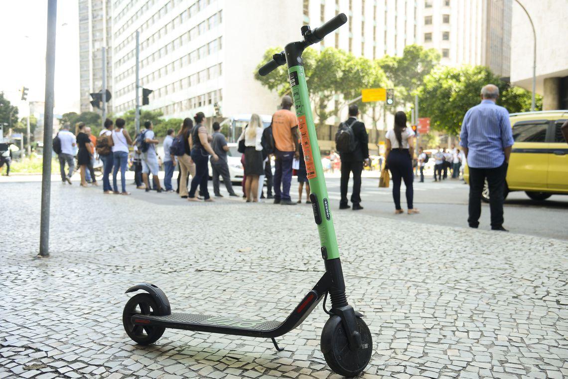 Montevidéu quer proibir patinetes e bicicletas nas calçadas