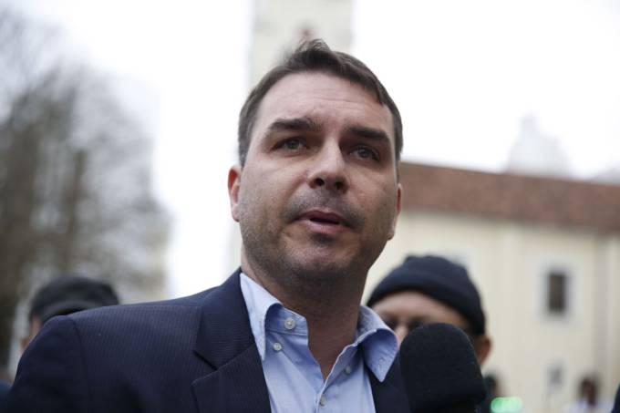 Flávio comprou 19 imóveis por R$ 9 mi, diz MP ao pedir quebra de ; por Fernando Molica/Veja