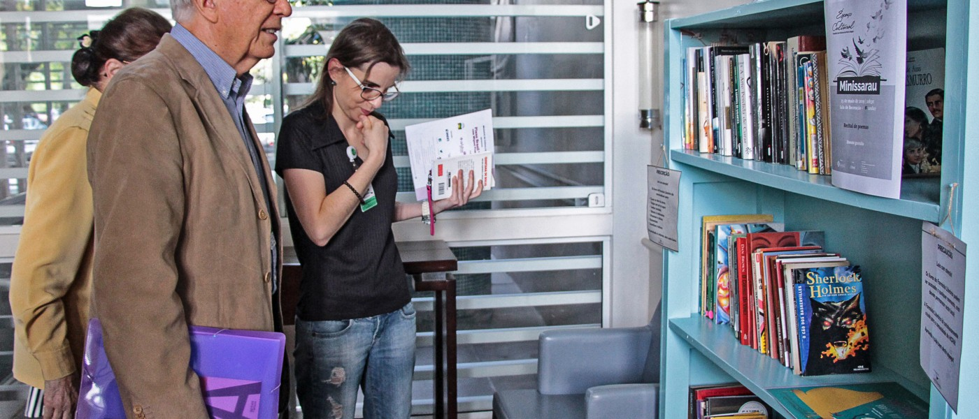 Porto Alegre: Biblioteca da Smed promove primeira ação do Livro Andarilho