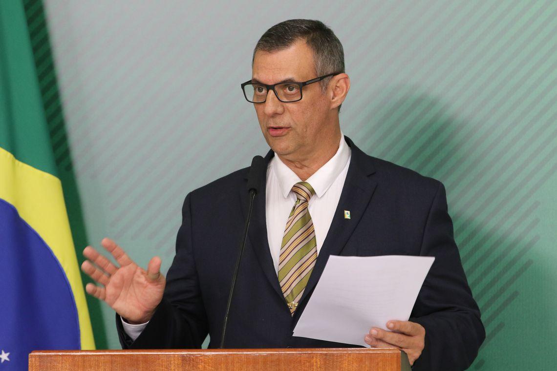 Bolsonaro admite rever permissão para compra de fuzil