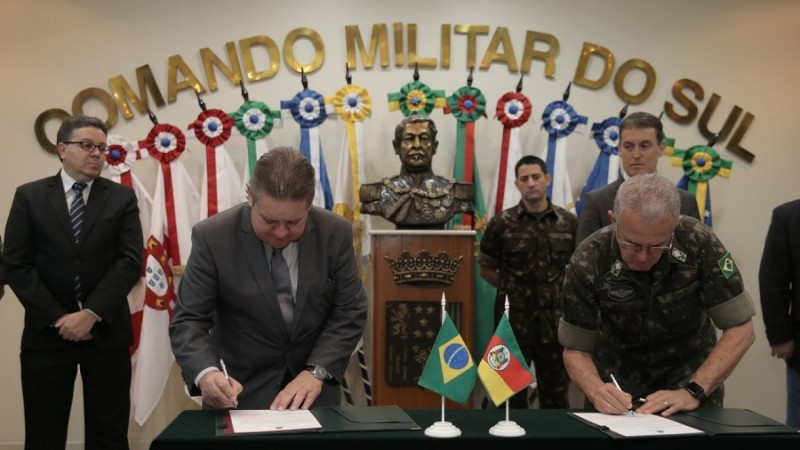 Bope, da Brigada Militar, recebe 15 fuzis e munições do Exército no Comando Militar do Sul