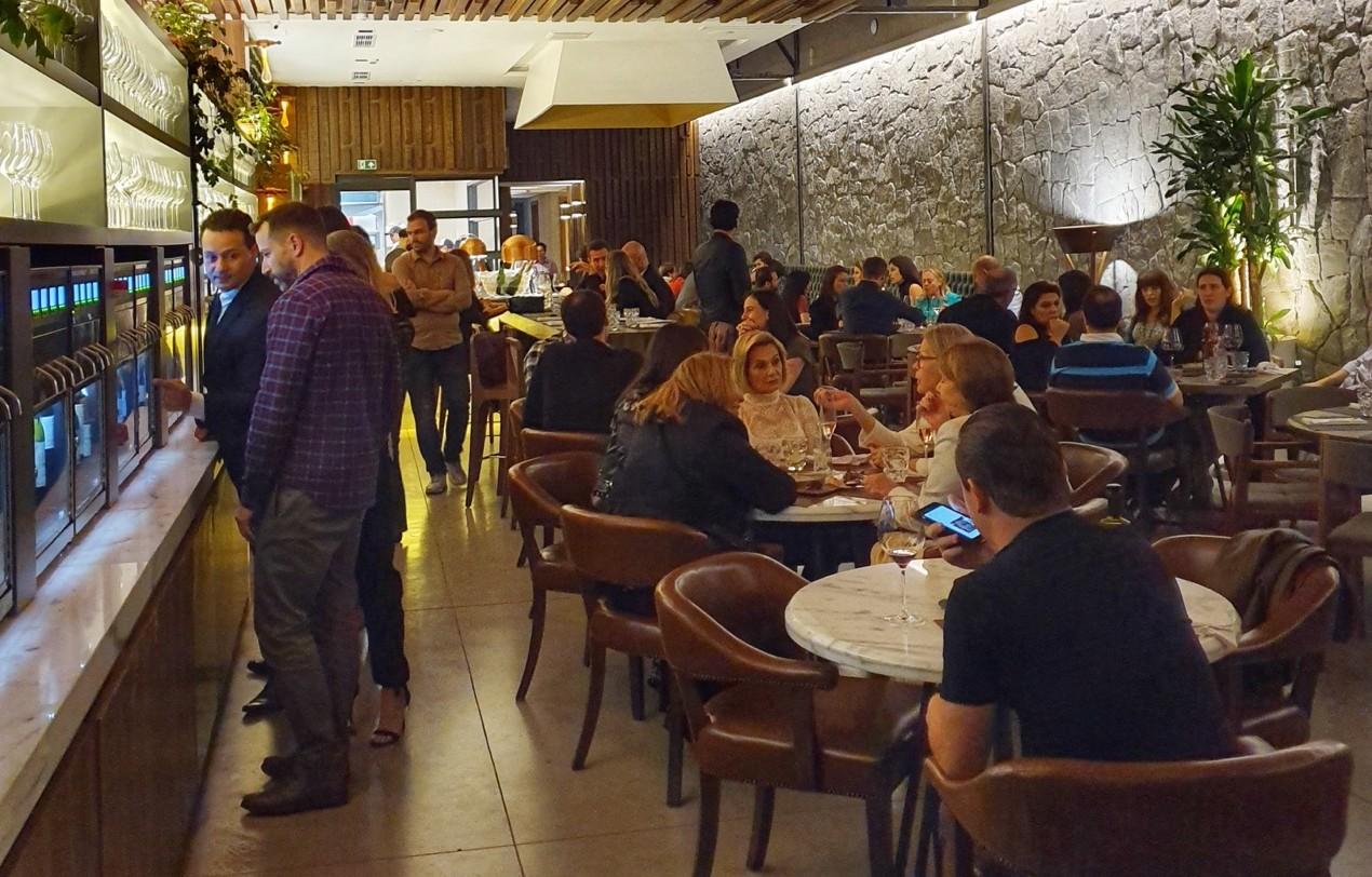 Porto Alegre: Dia dos Namorados no Dionisia VinhoBar tem menu especial e drink in love