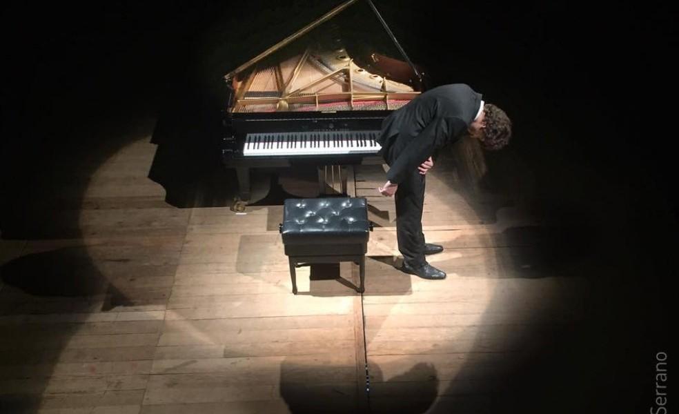 Jovem pianista internacional, André Golbert retorna a Porto Alegre e realiza recital-conversa no Theatro São Pedro