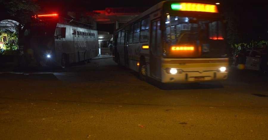 Após tumulto em frente à garagem de ônibus, 51 manifestantes são detidos em Porto Alegre. Segundo Brigada Militar, grupo teria lançado pedras em direção a policiais; do Correio do Povo