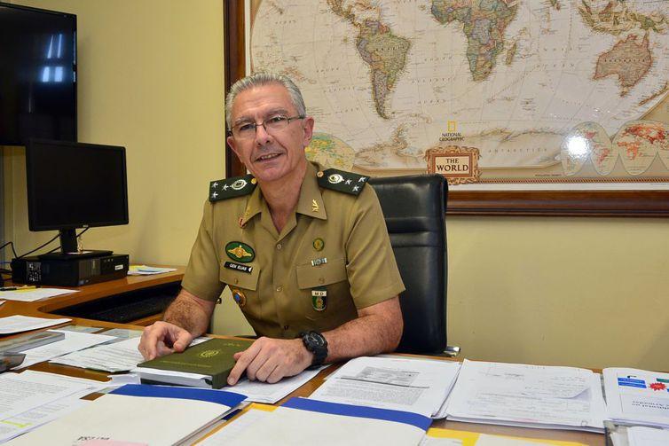 """General brasileiro diz que combate ao ebola é """"prioridade máxima"""""""
