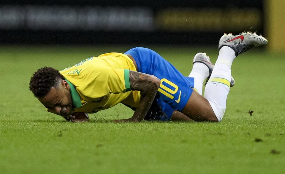 Neymar tem bens bloqueados pela Justiça por processo de sonegação.  Jogador teve 36 imóveis no nome do atleta, da família ou de suas empresas retidos como garantia de pagamento