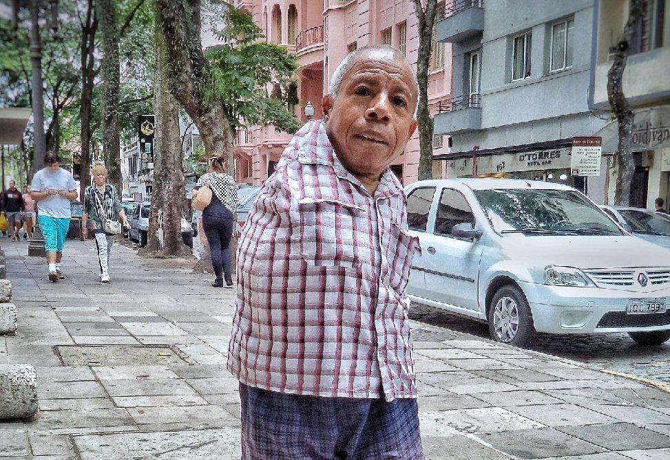 """Obituário: Morre """"Manoel da Loteria"""". Porto Alegre perde um de seus mais queridos personagens populares; por Marcello Campos/O Sul"""