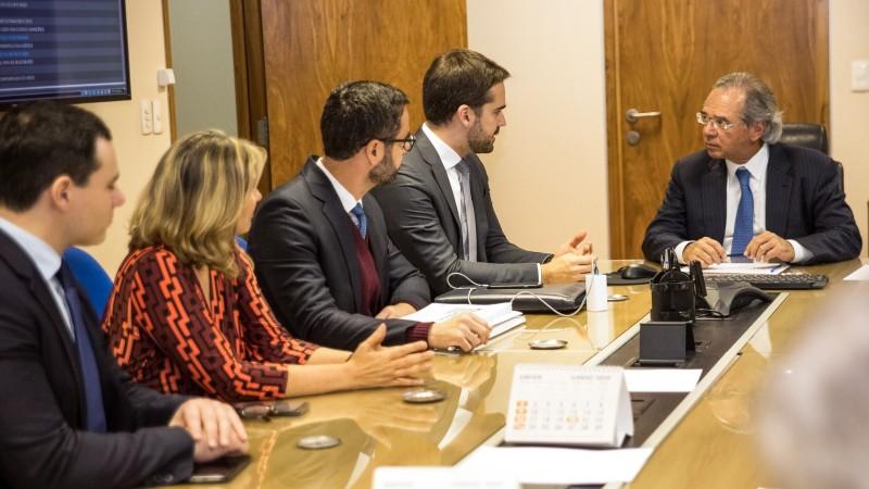 Após reunião com ministro Guedes, Leite projeta que RS deve aderir este ano ao Regime de Recuperação Fiscal