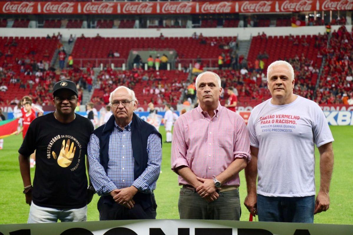 """OAB/RS lança no Gre-Nal a campanha """"Cartão Vermelho para o Racismo. Ninguém ganha quando existe preconceito"""""""