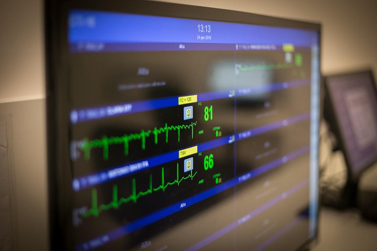 Horário ampliado de visitas na UTI não afeta segurança de pacientes críticos e beneficia familiares, diz estudo