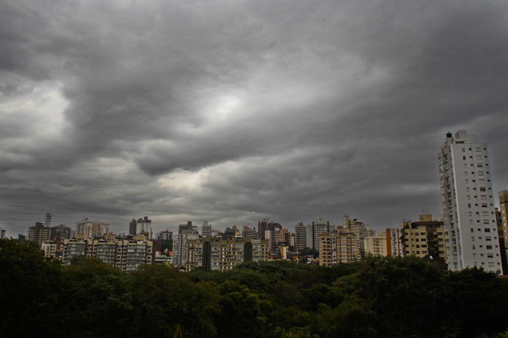 Porto Alegre: Defesa Civil emite alerta para risco de tempestade