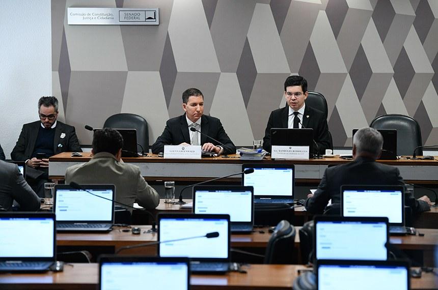 Greenwald diz que não teme perseguição e que os vazamentos continuarão