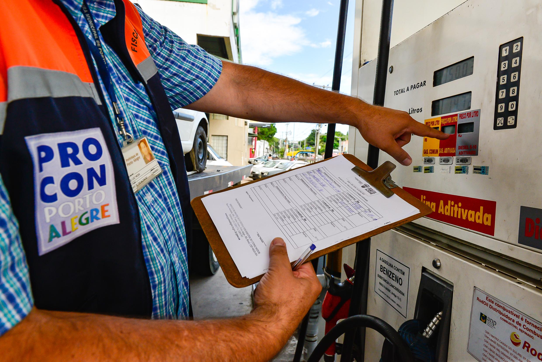 Porto Alegre: Prefeitura pede que postos expliquem aumento dos combustíveis