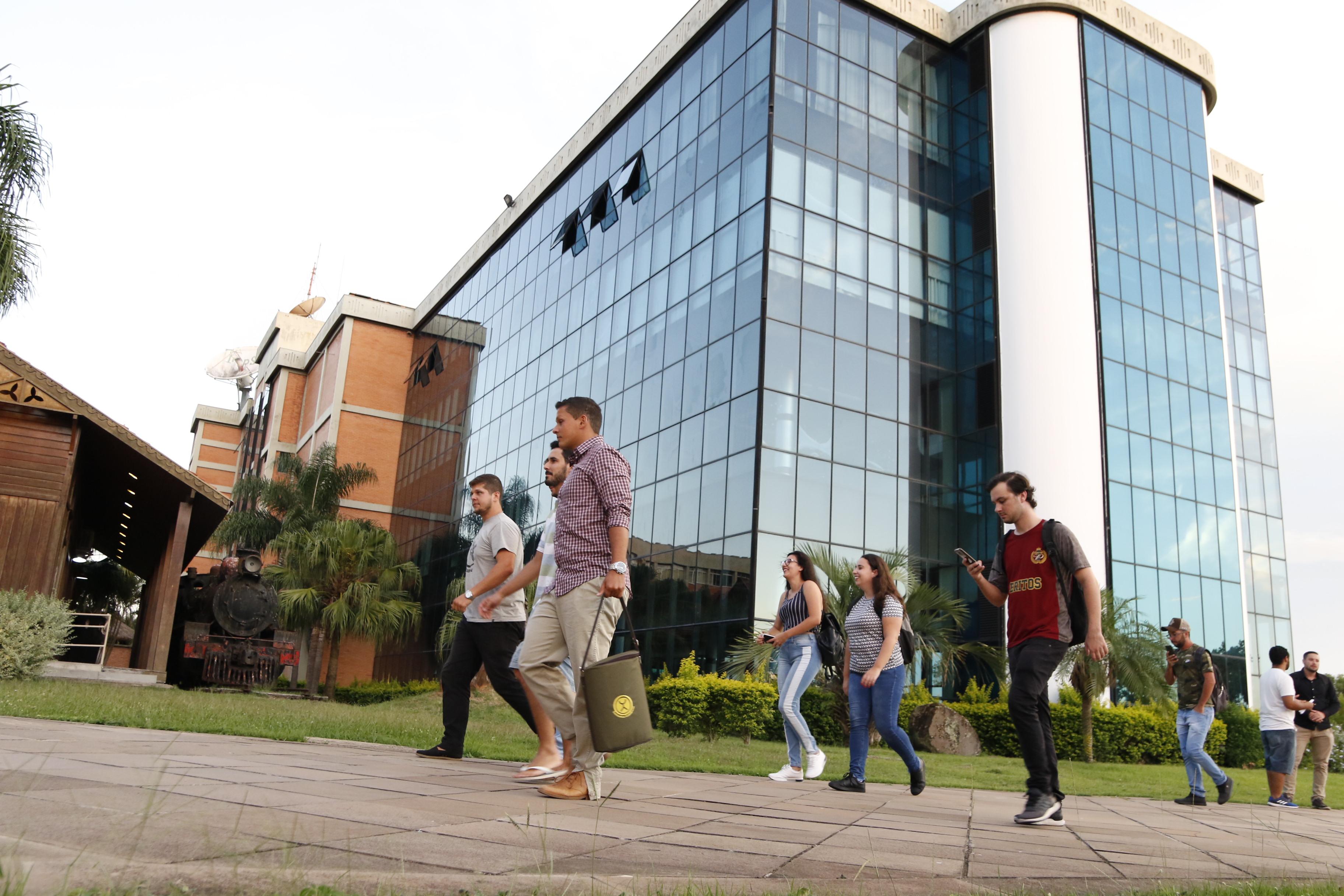 Homenagens e iniciativa #SomosUlbra marcam a celebração do aniversário da Universidade nesta quinta-feira