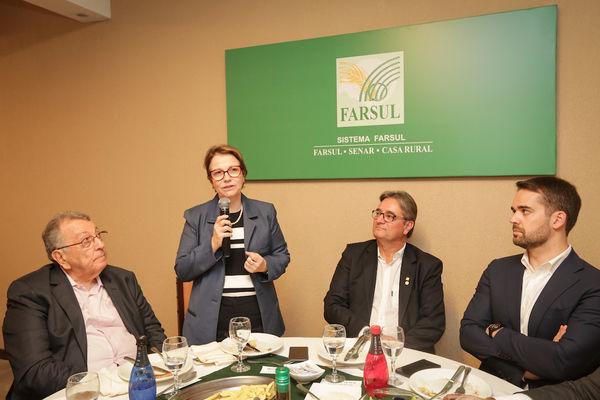 """Expointer: Na Farsul Teresa Cristina diz que:""""""""Não podemos prescindir do setor arrozeiro. Temos a preocupação de deixar esse setor de pé novamente"""". Ministra anunciou ainda que anunciar que a Indonésia abriu seu mercado para a carne brasileira"""