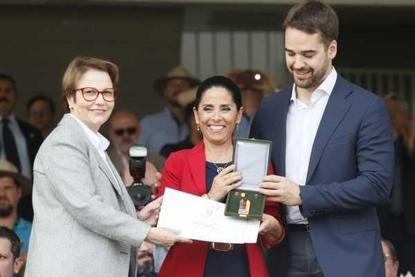 Expointer:  Lizemara Prates recebe Medalha Assis Brasil. Editora de Agronegócio da Band RS recebeu a homenagem nesta sexta-feira; da Coletiva.net