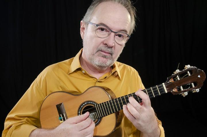 Porto Alegre: Henrique Cazes apresenta o show Música Nova para Cavaquinho dia 29 no Instituto Ling