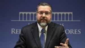 Ernesto Araújo: 'Sou amigo de Olavo, mas ministro de Bolsonaro'; da Jovem Pan