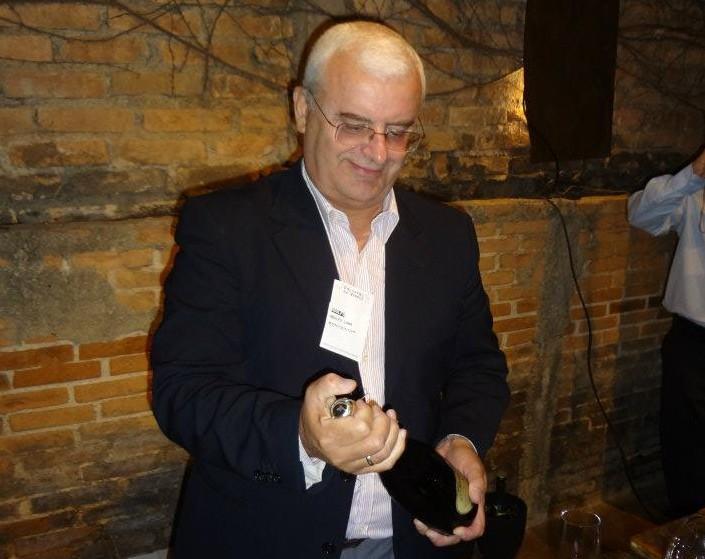 Porto Alegre: Iguatemi Wine proporciona imersão no universo dos vinhos. Evento gratuito com curadoria de Adolfo Lona terá degustação, exposições, palestras e experiências sensoriais sobre o tema.
