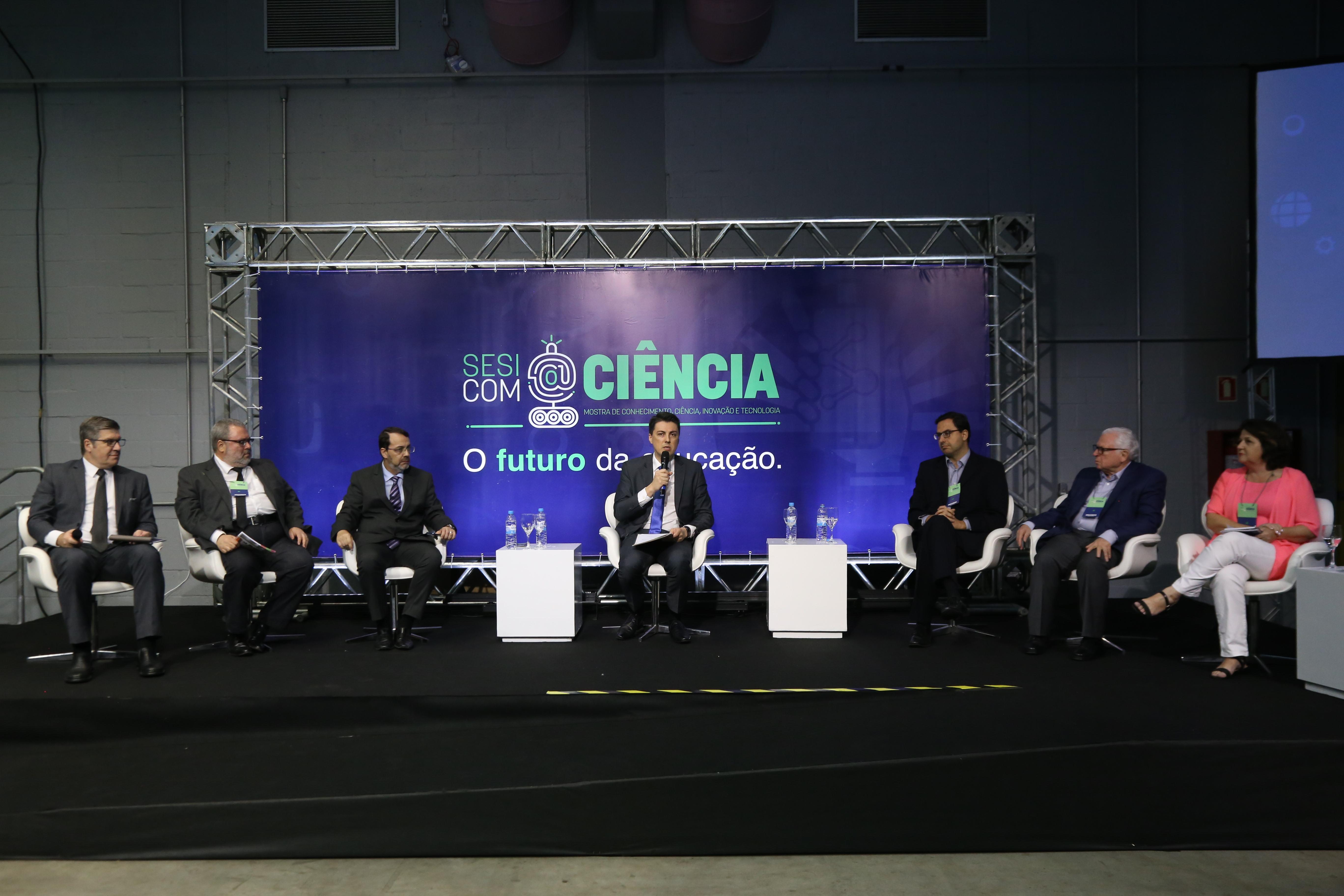 Jornalistas debatem educação no painel de abertura do Sesi com@Ciência