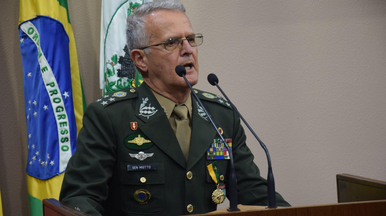 Porto Alegre: Projeto concede título de Cidadão ao general Geraldo Miotto