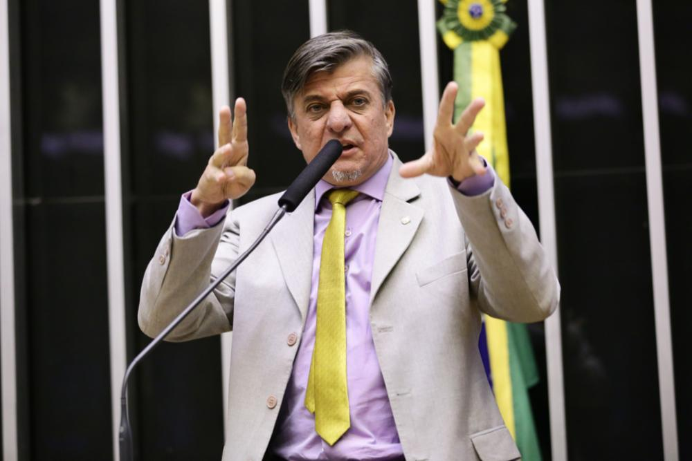 'Nenhum partido presta, nem o meu', diz deputado Boca Aberta. Em entrevista ao Pânico, o deputado federal do PROS falou sobre sua atuação no Congresso; por Jovem Pan
