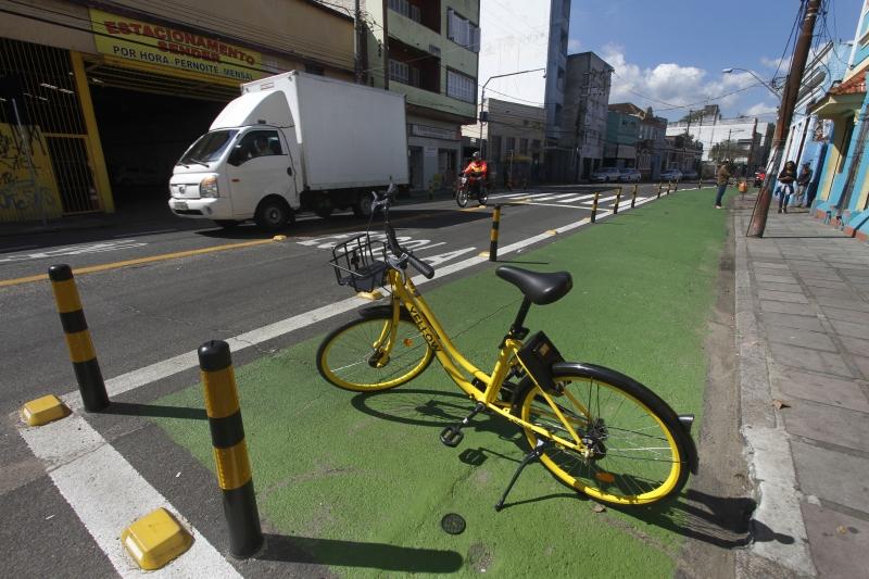 Porto Alegre ganha primeira rua com menos carros e mais espaço para pedestres