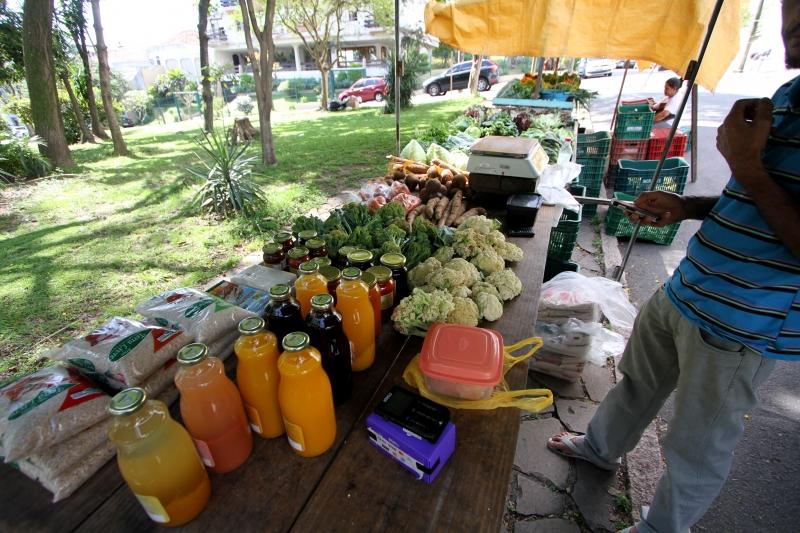 Feiras orgânicas ganham mais adeptos em Porto Alegre